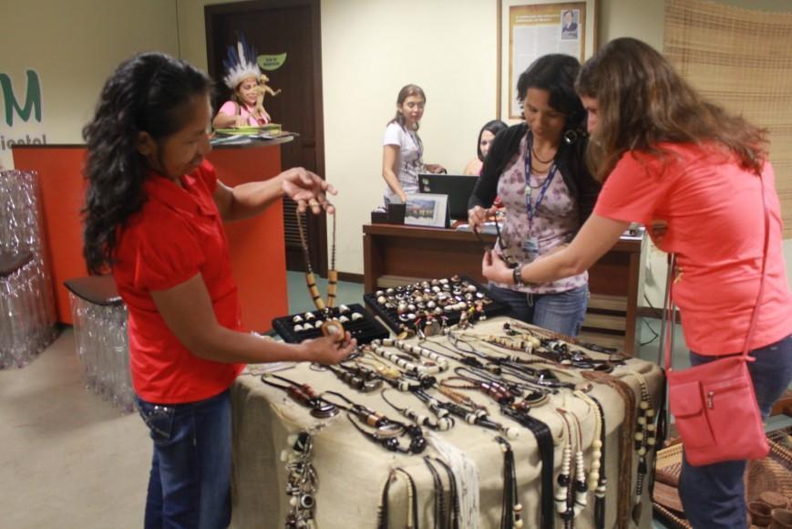 Exposição de artesanato e outros produtos idígenas. Foto - Divulgação-Seind
