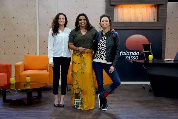 """O QUADRO """"SOBRE TUDO"""" DE HOJE [22.05.18], A JORNALISTA DANIELA OLIVEIRA E A PRODUTORA CULTURAL LAYANE HOLANDA FALAM SOBRE A RELAÇÃO DA MULHER COM O CABELO, PENSÃO ALIMENTÍCIA, ALCOOLISMO FEMININO E MUITO MAIS!"""