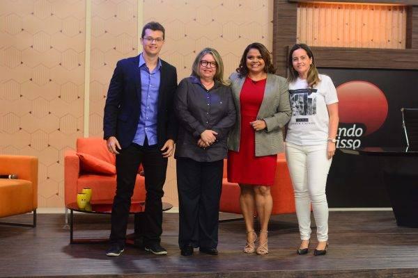 PARTICIPAM DO FALANDO NISSO DE SEGUNDA (04) A PROFESSORA, ESTHER CASTELO BRANCO; O NUTRICIONISTA, ANDRÉ TELES; E A ENFERMEIRA, MARINA LEITE